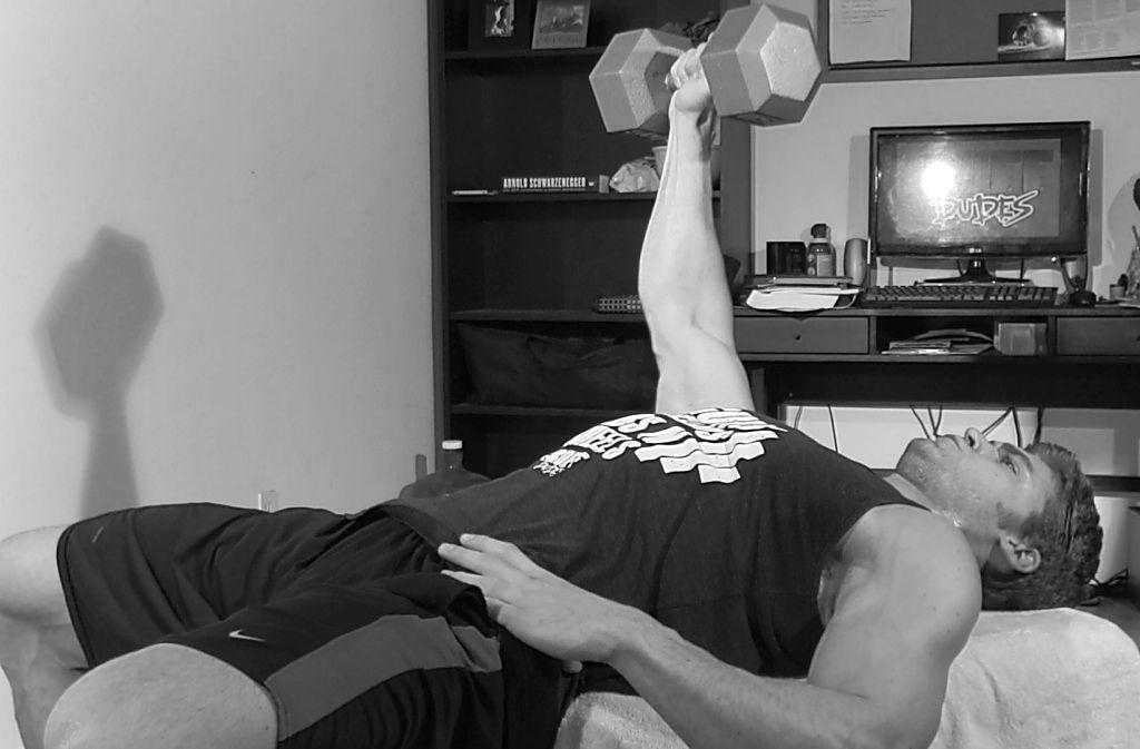 Штанга или гантели. Что лучше для домашних тренировок?